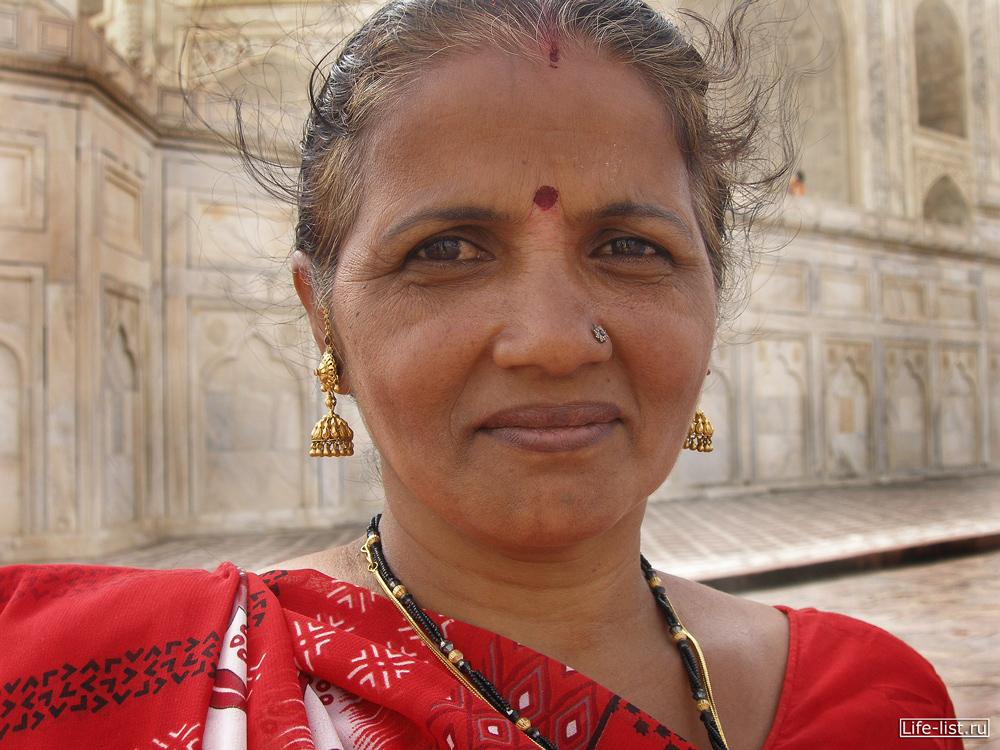 Индийская женщина портрет в Агре