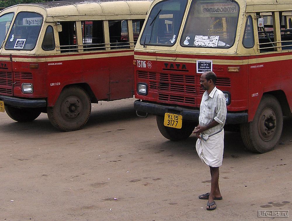 Водитель автобуса в Индии Керала