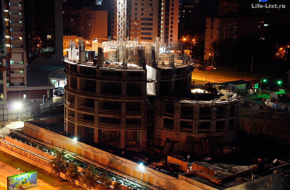 Строительство Башни Исеть вечером екб ekb