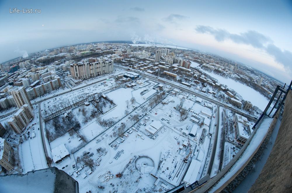 Вид на строительную площадку с 40 этажа башни Исеть