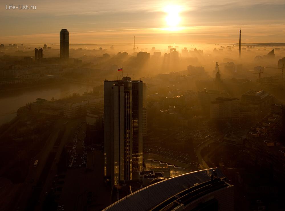 утренний Екатеринбург с башни Исеть фото Виталий Караван