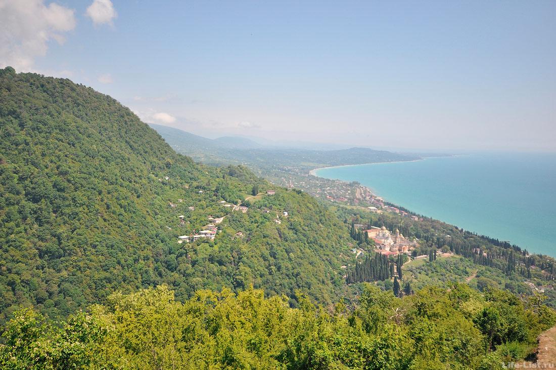 Вид с Иверской горы в сторону Ново-Афонского монастыря