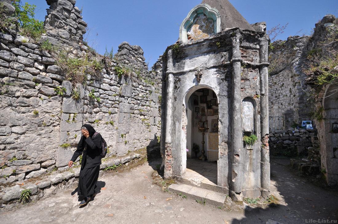 храм в Анакопийской крепости Новый Афон