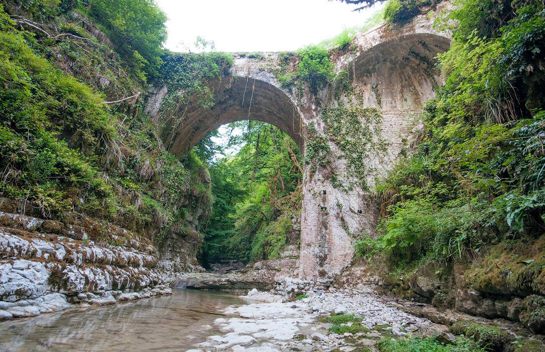 старый арочный мост Анухвинское ущелье