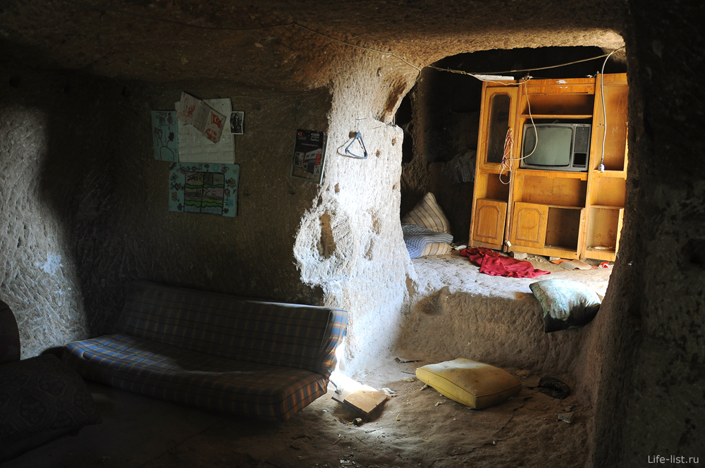 Жилые комнаты в скалах Каппадокия Турция