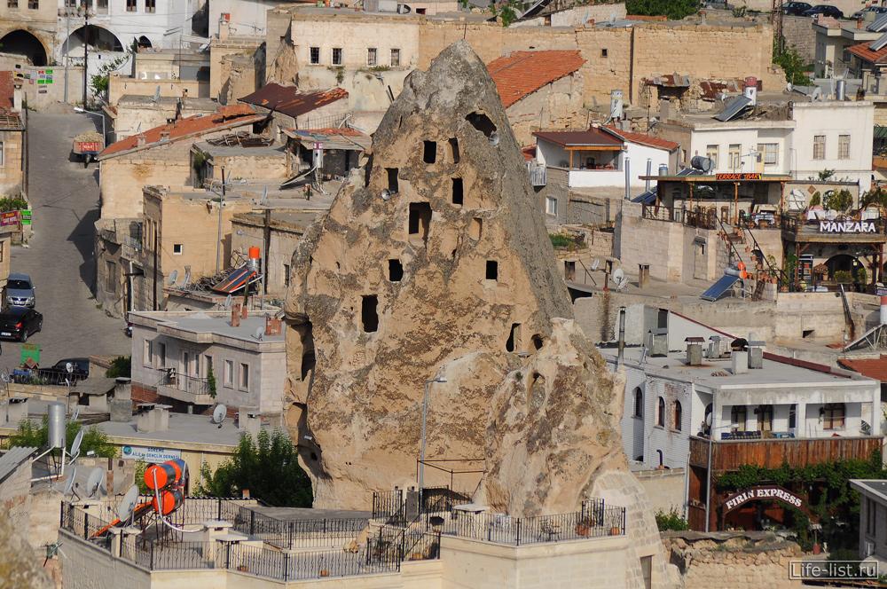 Скалы с окнами Каппадокия Турция