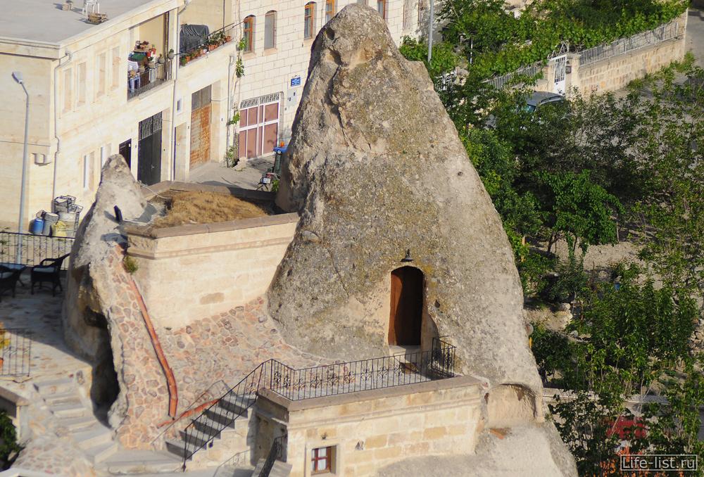 Дверь в скале Каппадокия Турция