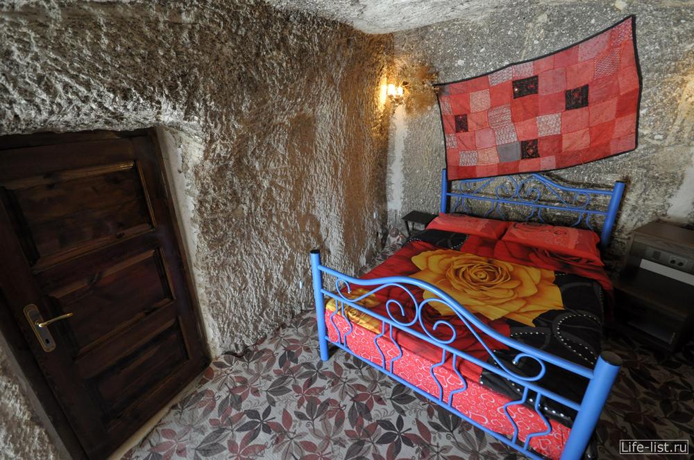 Номер отеля в скале Каппадокия