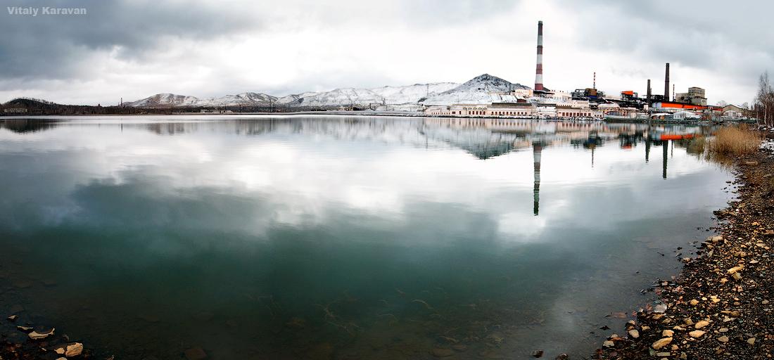Завод КарабашМедь со стороны городского пруда фото Виталий Караван