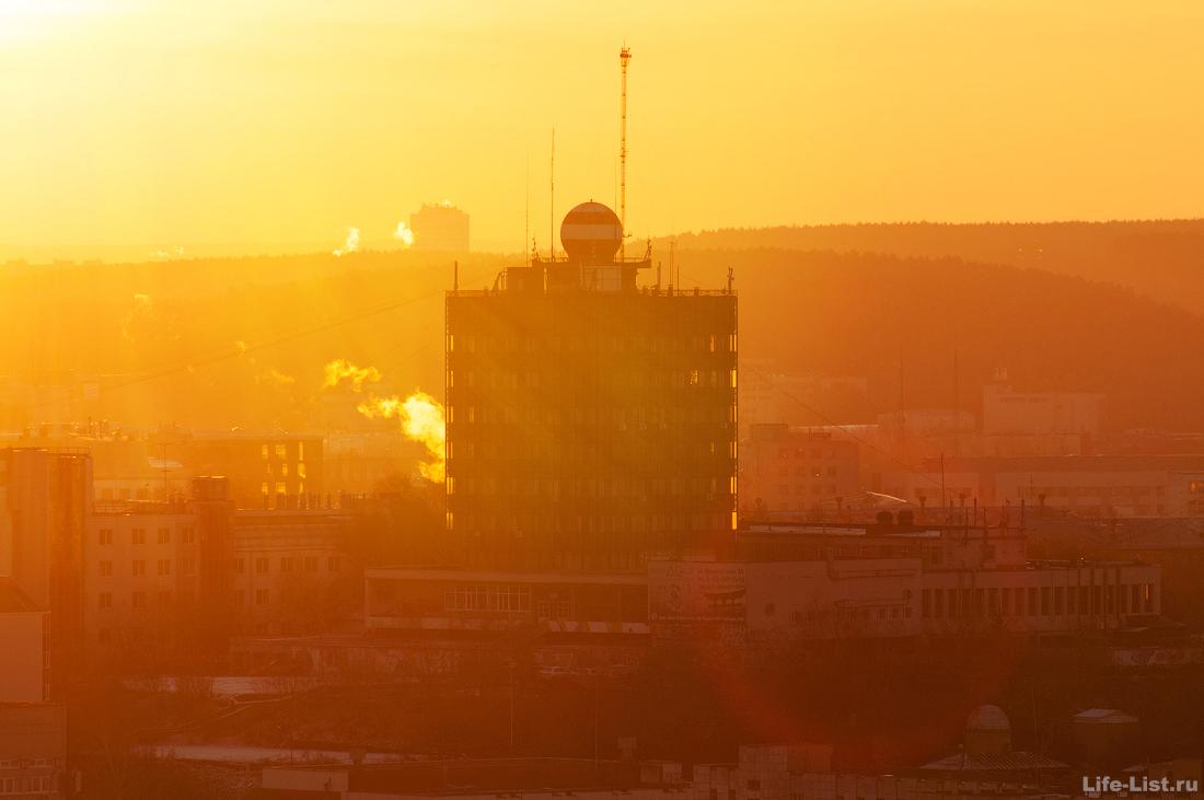 метеогорка в лучах солнца екатеринбург фото Виталий Караван