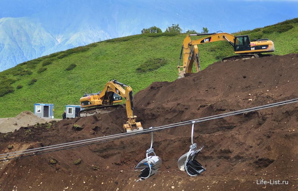 строительные работы на красной поляне комплекс Горная карусель экскаваторы