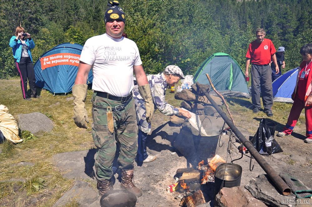 Пункт питания на конжаковском марафоне Краснотурьинск