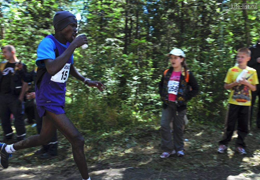 бегун из кении на марафоне конжак 2012