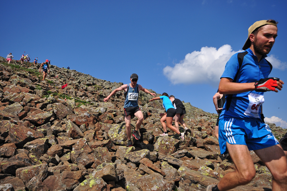 бегуны марафонцы на горе конжак 2013
