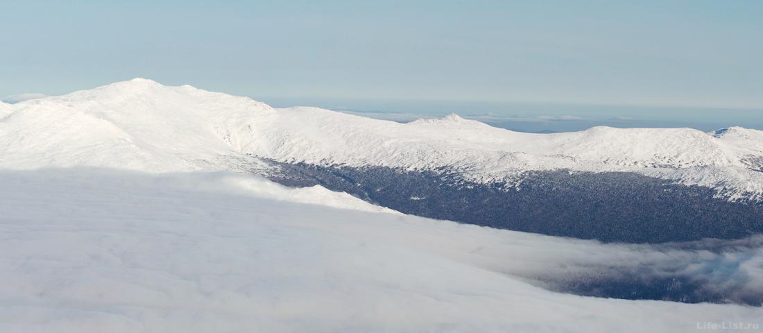 вид на Конжаковский камень с горы Косьвинский камень зимой