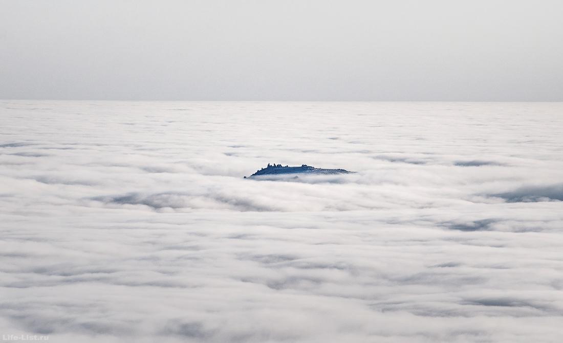 Гора Семичеловечья в тумане Северный Урал
