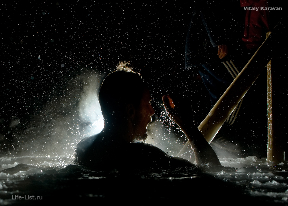 Крещенские купания в Екатеринбурге на озере Шарташ фотограф Виталий Караван 2014 год