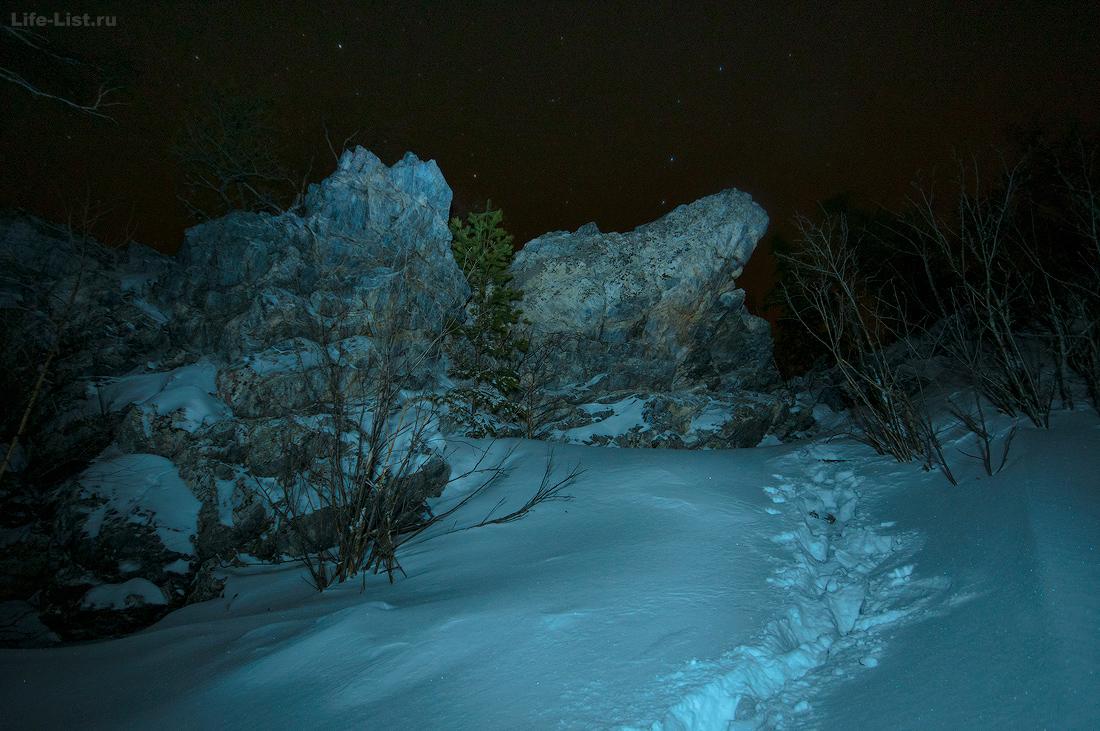 Скалы на вершине горы Курма Уфалей Урал