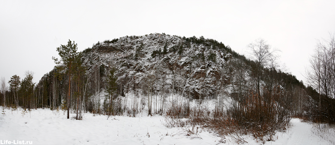 гора медведь-камень зимой на реке Тагил средний урал