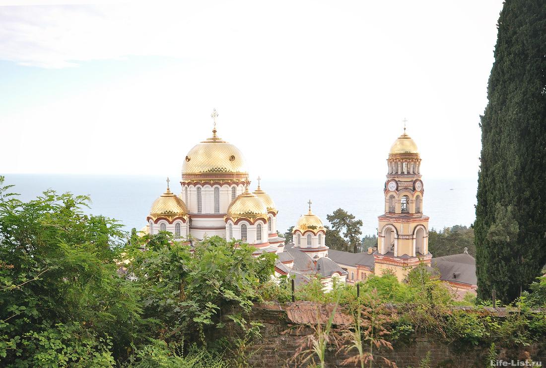 Ново-Афонский монастырь Абхазия фото лето храм