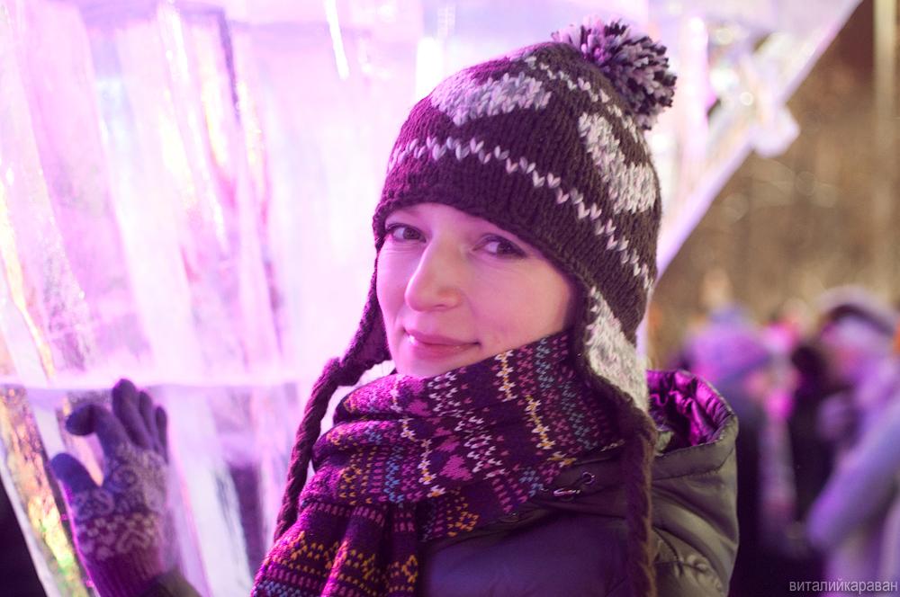 Девушка в центре Екатеринбурга в Новогоднюю ночь