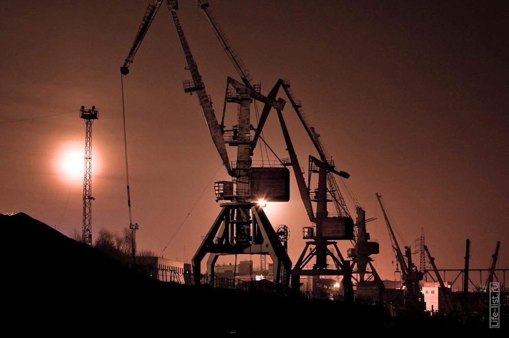 портовые краны на реке Обь