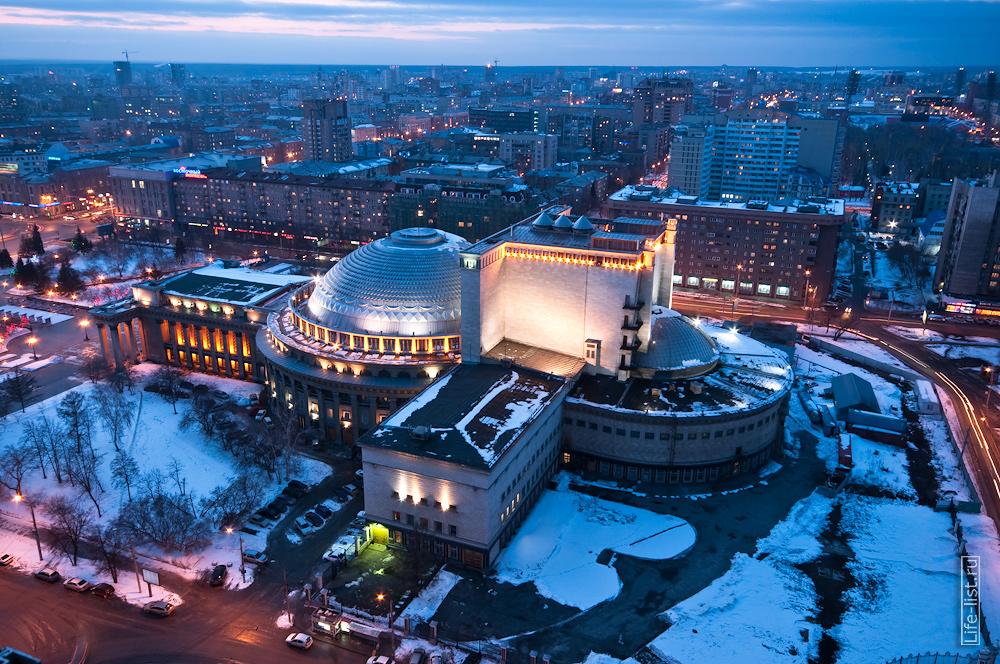 театр оперы и балета с  высоты в Новосибирске фото Виталий Караван