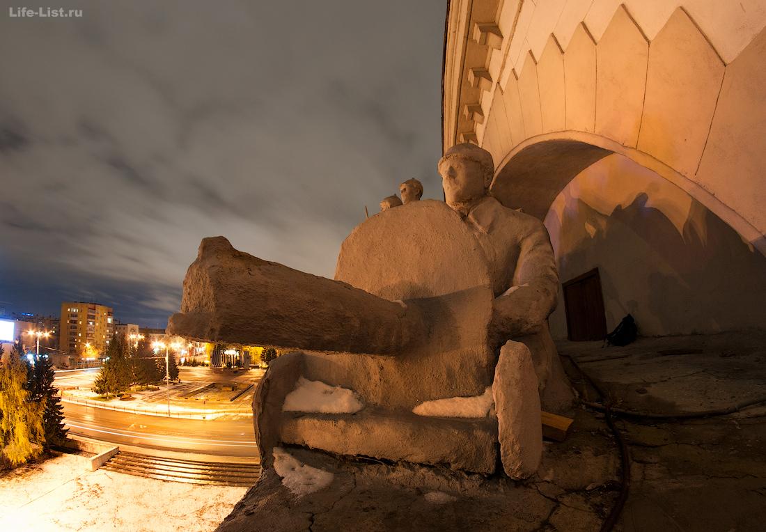 барельеф скульптуры окружной дом офицеров Екатеринбург photo Vitaly Karavan