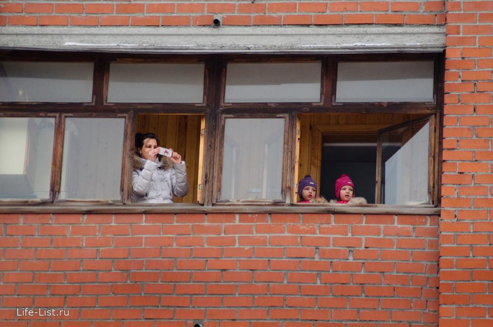 горожане встречают олимпийский огонь в Екатеринбурге сочи 2014