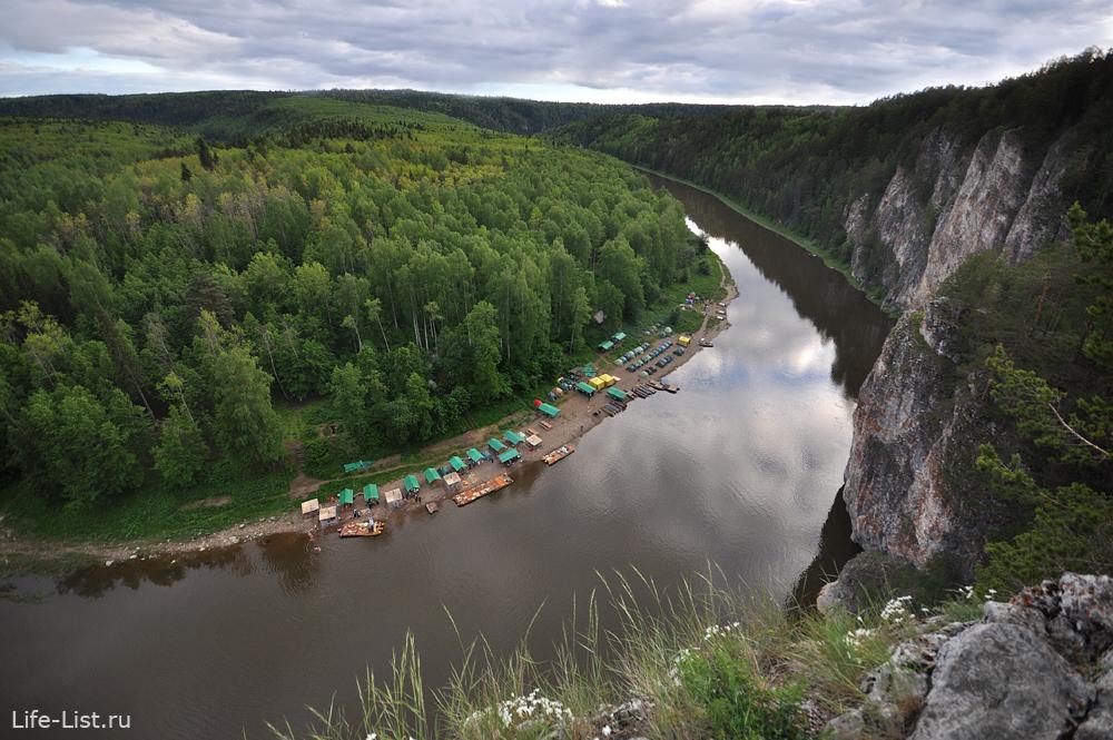 Скала Омутной камень реки Чусовой