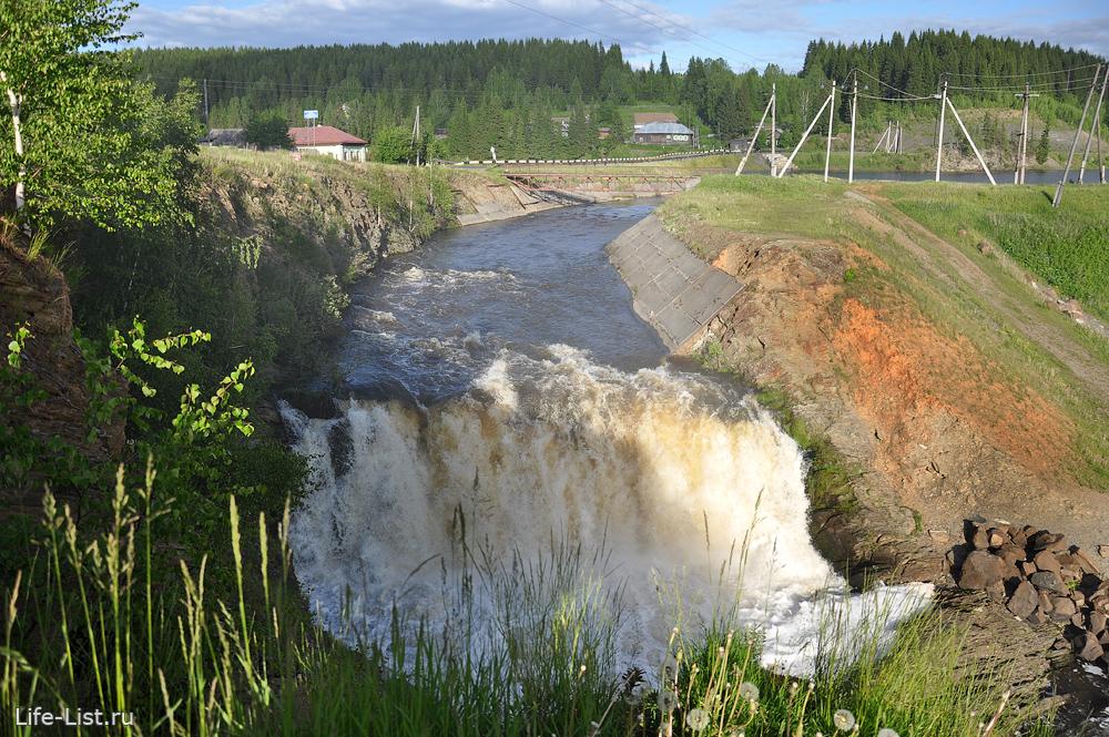 Деревня Висимо-Уткинск водопад на реке Межевая Утка
