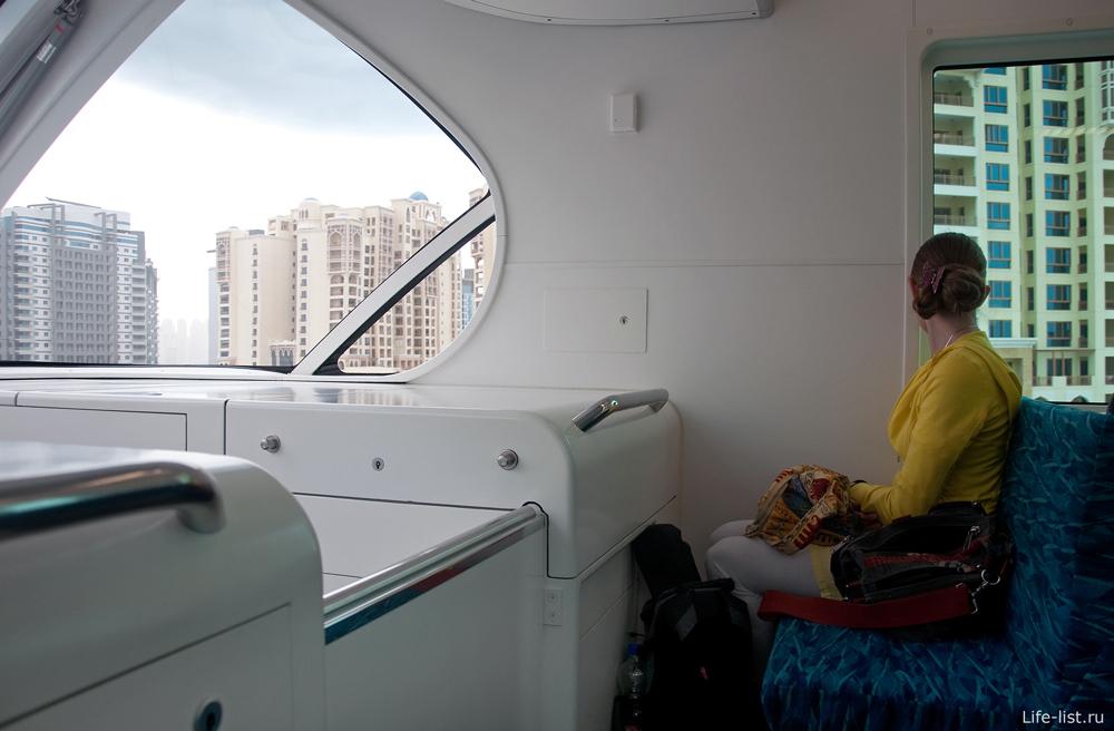 Внутри поезда Дубай