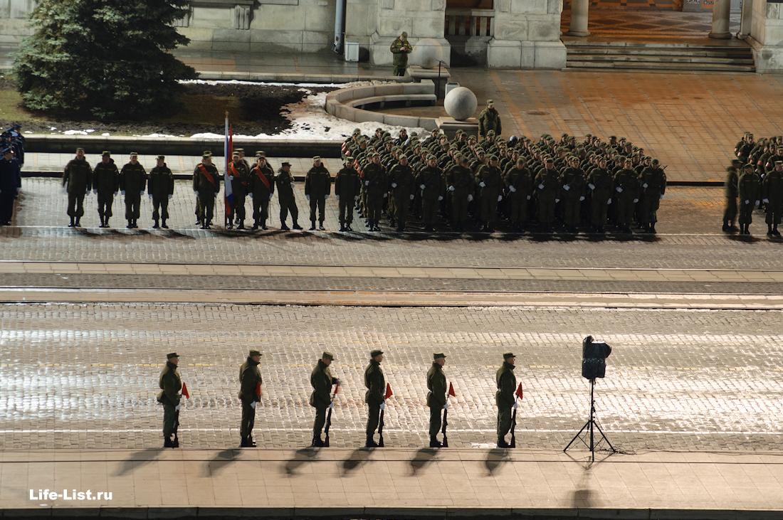 солдаты на репетиции парада ночью Екатеринбург 2014
