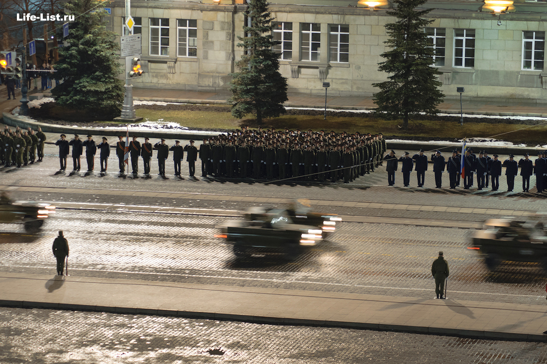 танки на центральной площади 1905 Екатеринбург фото Виталий Караван