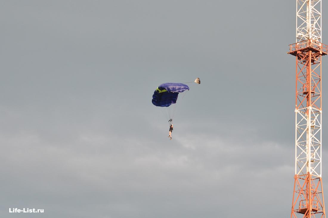 Бейсджамп прыжок с антенны парашютист в Екатеринбурге