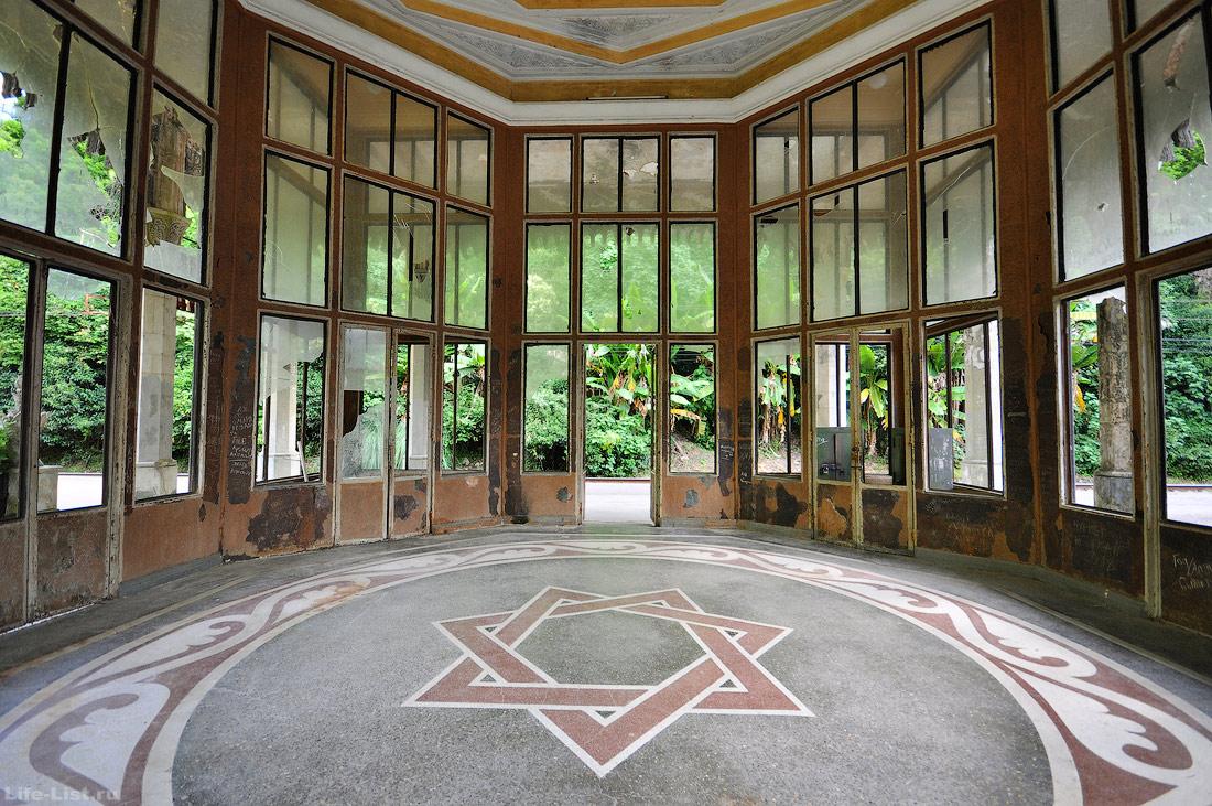 внутри павильона на станции в Новом Афоне абхазия
