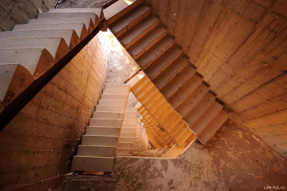 Скачать обои Бесконечность в лестницах стройка