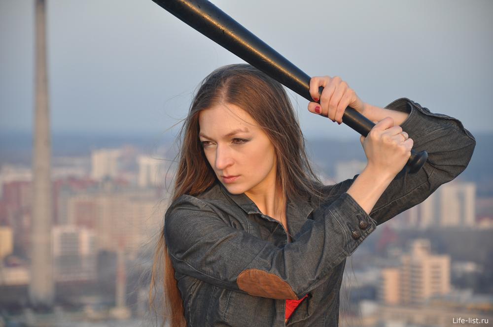 девушка с битой энергия фото Виталий Караван