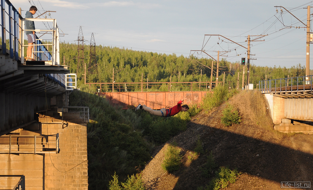 Виталий Караван и роупджампинг с жд моста