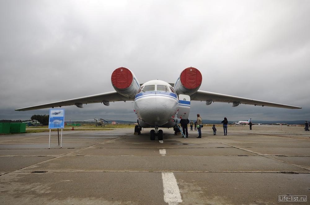 самолет Ан-72 фото