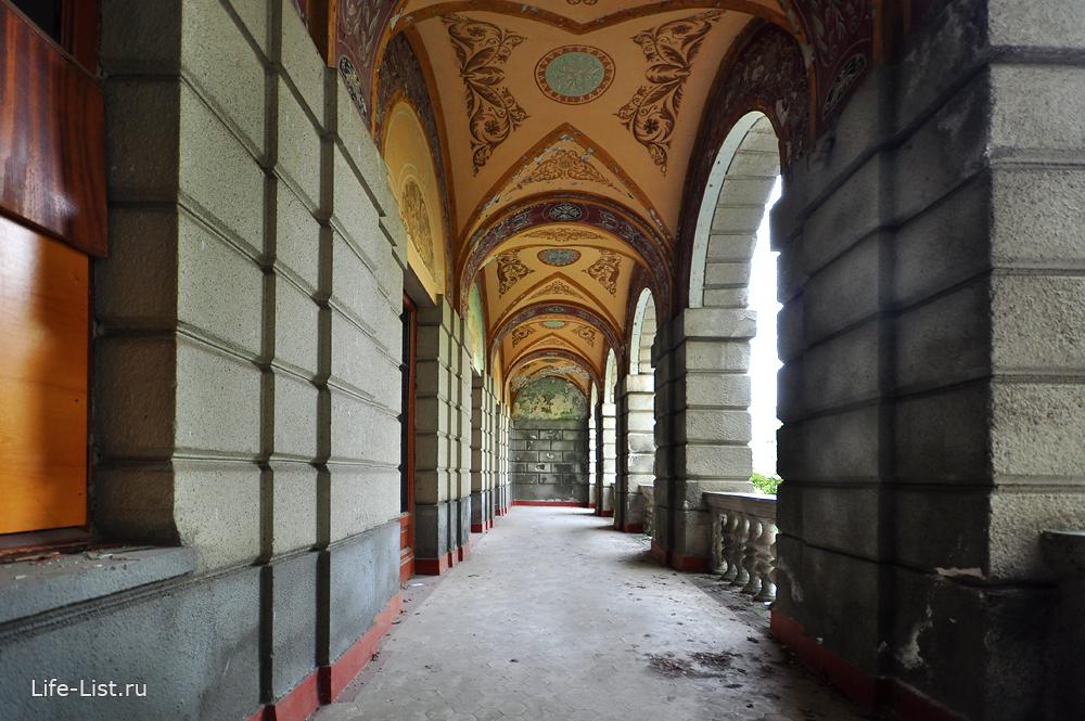 Украшенный потолок