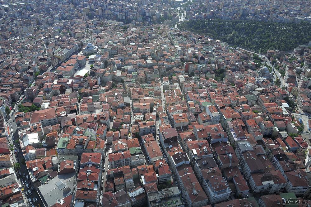 Вид со смотровой площадке в Стамбуле небоскреб