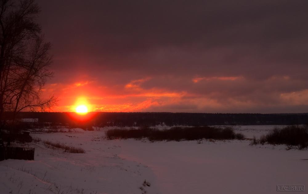 Красивый закат в деревне Махнево