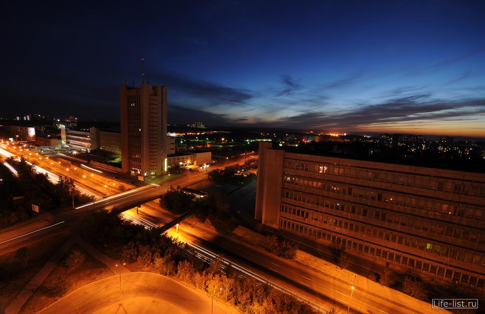 Екатеринбург вечерний улица Серафимы Дерябиной с высоты