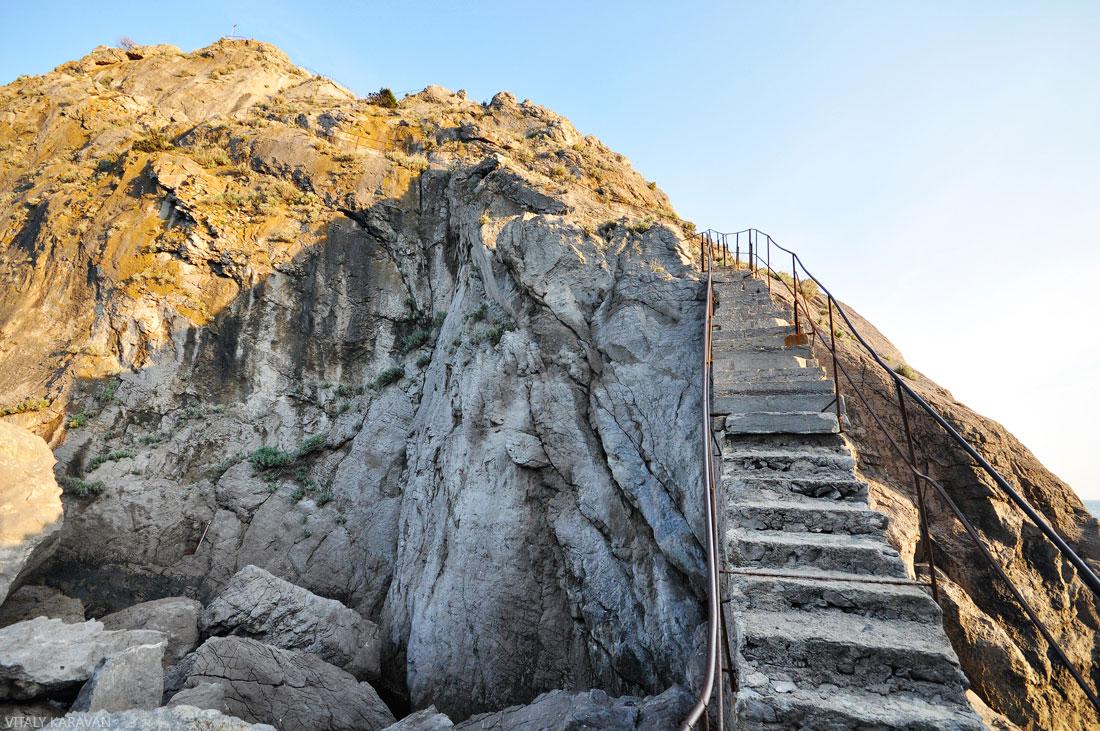 лестница на скале Дива крым