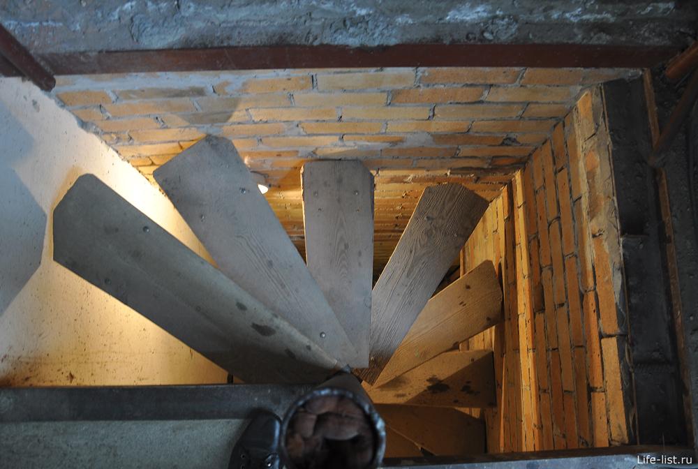 Винтовая лестница на колокольню