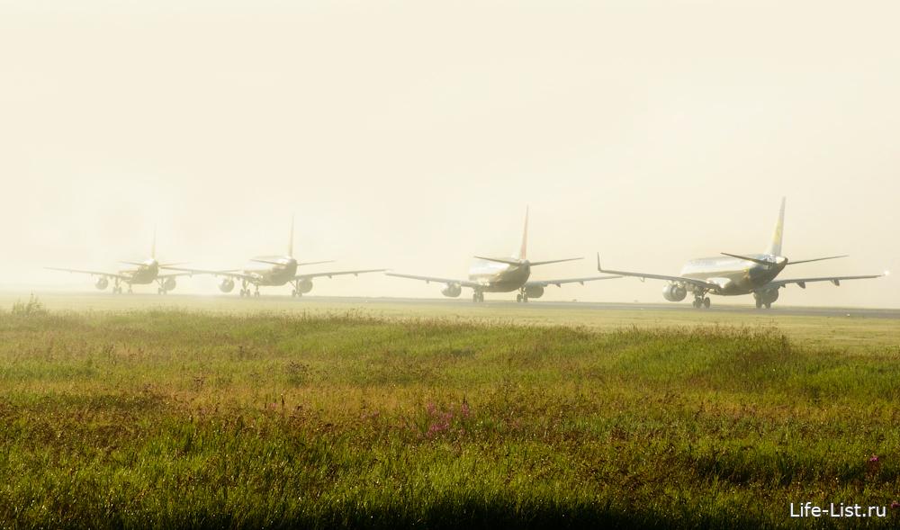 несколько самолетов на взлетной полосе в Кольцово Екатеринбург