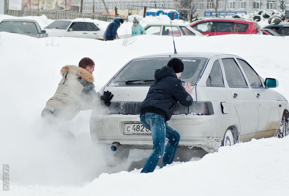 зрители помогают авто буксует зимний экстрим фото Березовский