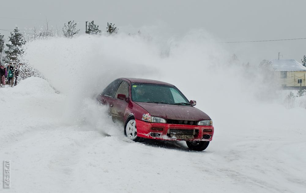 любители зимнего экстрима на автомобилях Березовский красивый занос авто