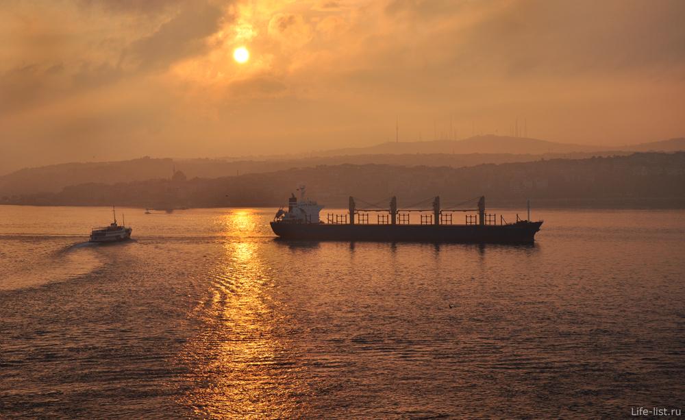 Босфорский пролив рано утром